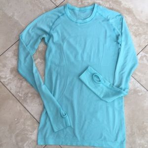 Lululemon spandex Dri fit material long sleeve top